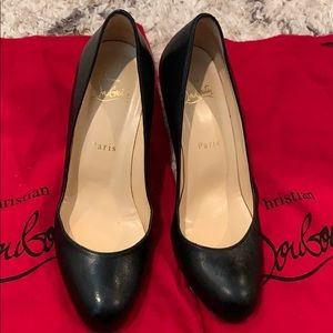 Christian Louboutin Blk Leather Round Toe pumps 37